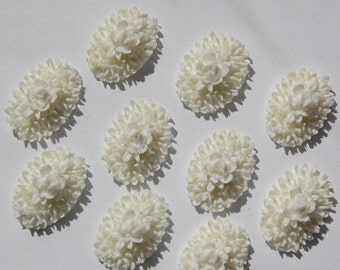 Vintage Style White Flower Cluster Cabochons 18mm x 13mm cab349C