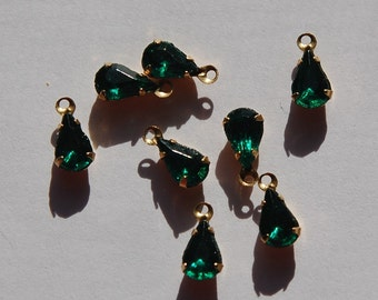 Vintage Emerald Green Glass Teardrop Stones in 1 Loop Brass Setting 8x4mm par001F
