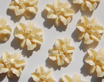 Vintage Style Creamy White Lily Blossom Cabochon cab353B