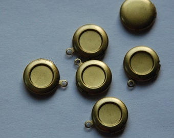 Vintage Raw Brass Round Lockets with 8mm Setting (6) lkt002A