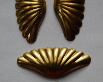 Raw Brass Ribbed Fan or Shell Shaped Stampings mtl249