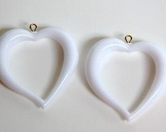 Vintage White Acrylic Open Heart Pendants pnd059