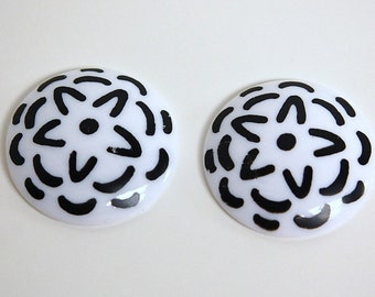 Vintage Black and White Stenciled Look Acrylic Cabochon cab796