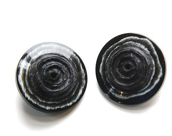 Vintage Black and White Plastic Button with Grooved Textured Center MD btn025A
