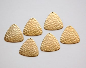 1 Hole Raw Brass Hammered Triangle Charm Pendant (4) mtl100G
