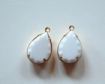 Vintage Opaque White Faceted Edge Glass Teardrop Stones 1 Loop Brass Setting 18x13mm (2) par004GG