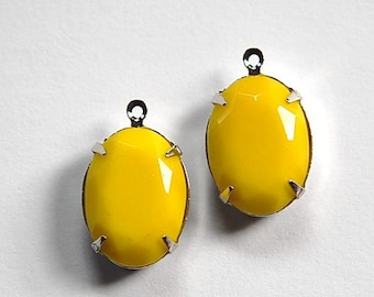 Vintage Opaque Yellow Faceted Stone in 1 Loop Silver Setting ovl004S