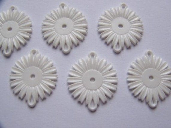 Vintage White Daisy Flower Connector Beads x6 bds357