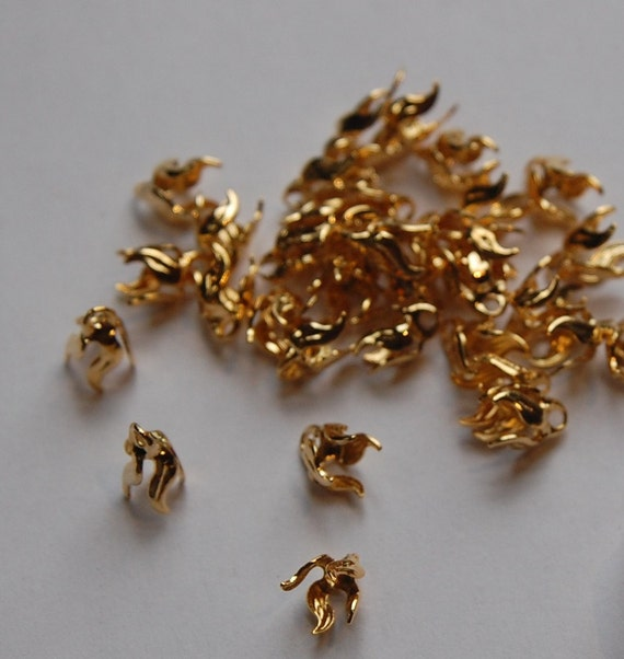 Vintage Gold Plated 4 Wavy Prong Bell Caps mtl112F