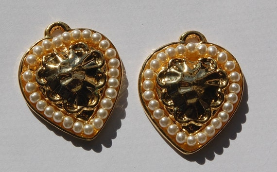 Retro Pearl and Gold Tone Heart Pendant pnd026