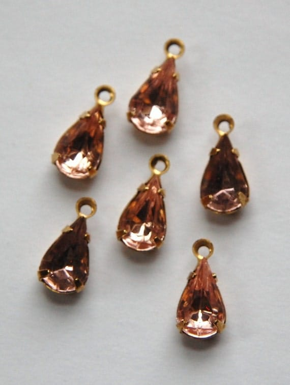 Vintage Glass Light Pink Teardrop Stones in 1 Loop Brass Setting par002F