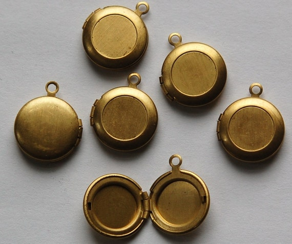 Vintage Raw Brass Round Lockets with 9mm Setting lkt002G
