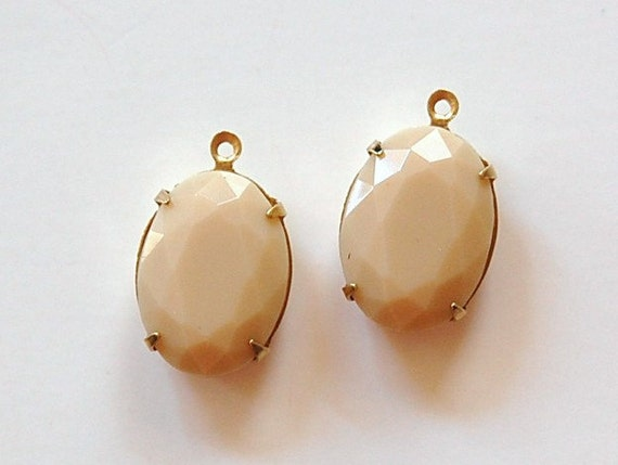 Vintage Opaque Beige Faceted Stone in 1 Loop Brass Setting ovl003T