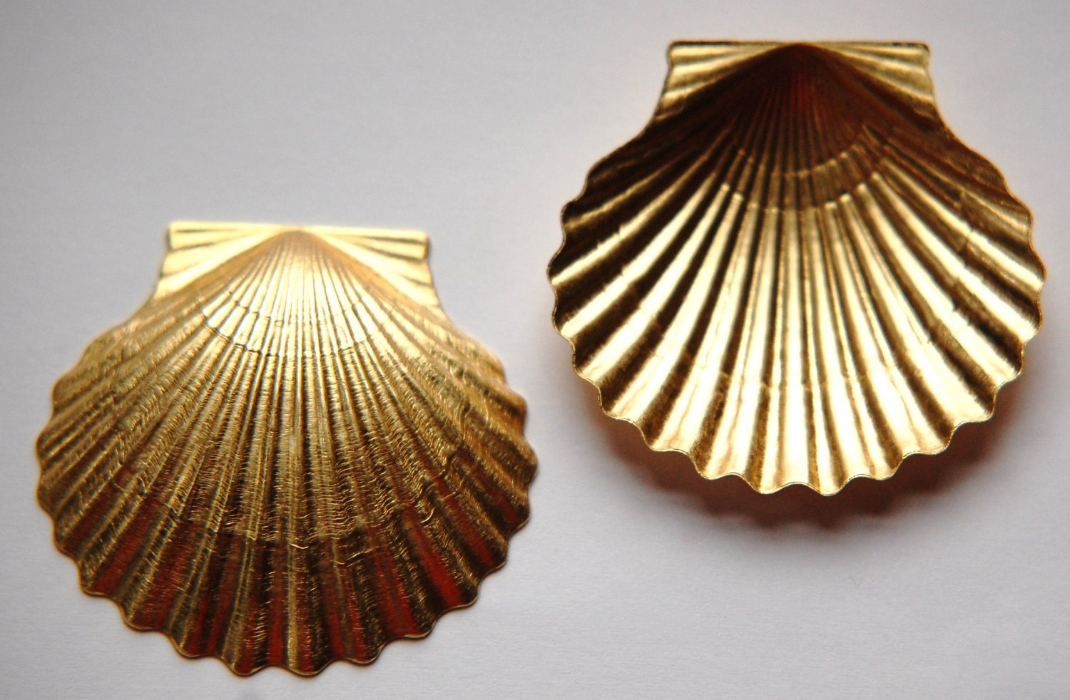 Large raw brass scallop shell seashell stampings mtl333 - Scallop shells for crafts ...