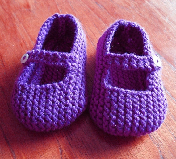 PDF Knitting Pattern for Mary Jane Baby Shoes 12-18 by WildKittens
