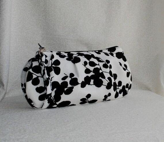 20% OFF - Pleated Wristlet Zipper Pouch - White/Black Vine Silhouette