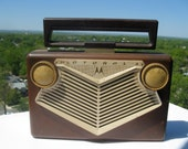 Vintage Motorola AM Portable Tube Radio in Brown and Cream - Circa 1950s