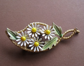 Sale.  Vintage Daisy PIn - Gold Tone and Enamel