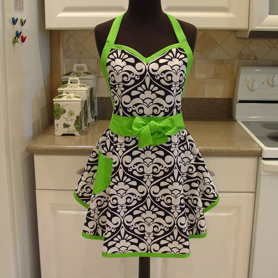 SweetHeart Apron - LAST ONE in Divine Damask
