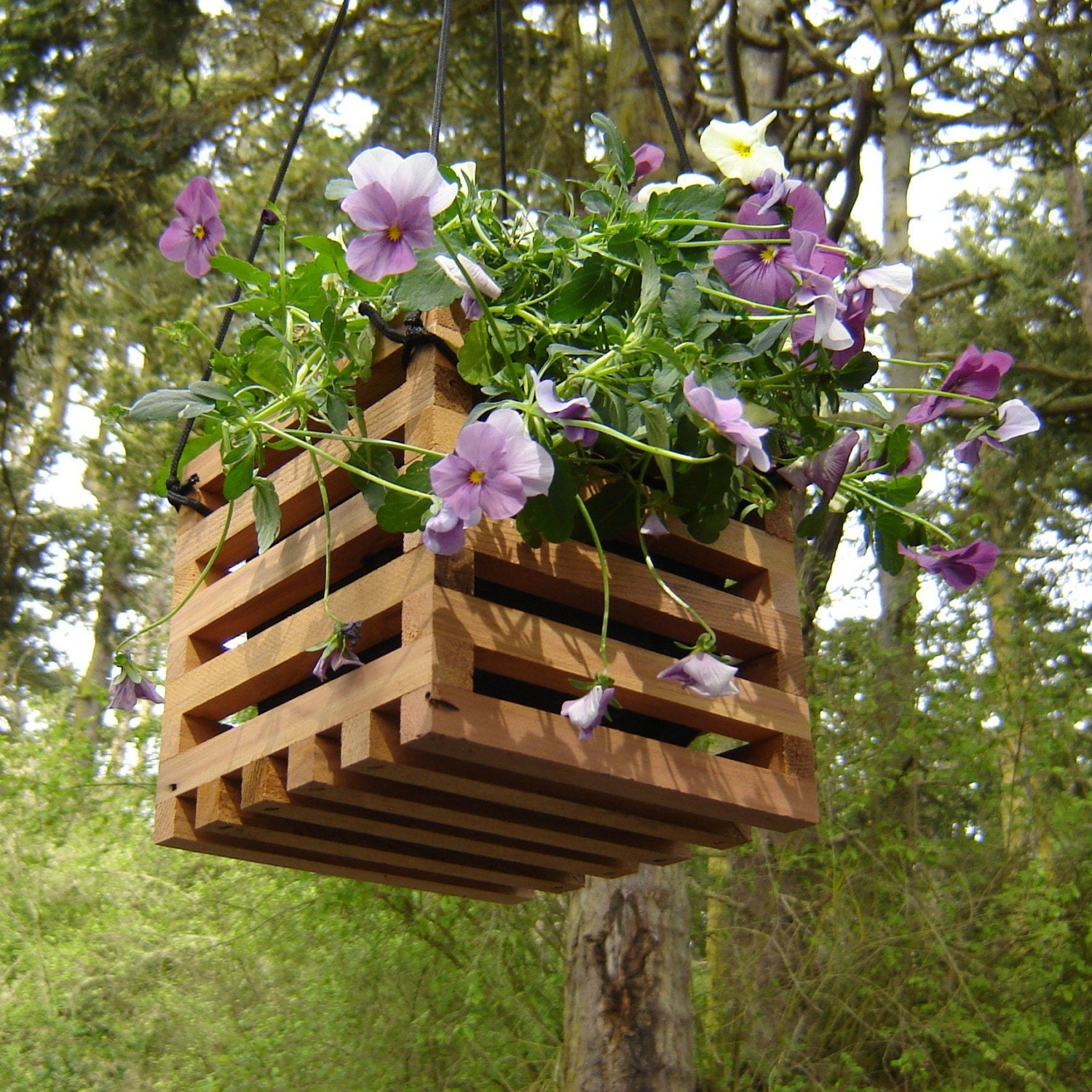 Hanging planter small made from recycled cedar by for Banquitas de madera para jardin