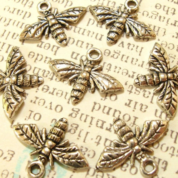 Bee Charms - Set of 8 - Antique Silver Finish - Metal Pendant