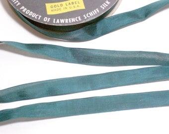 Green Seam Binding, Vintage Emerald Green Rayon Seam Binding 1/2 inch wide x 10 yards, Hug Snug Seam Binding Tape