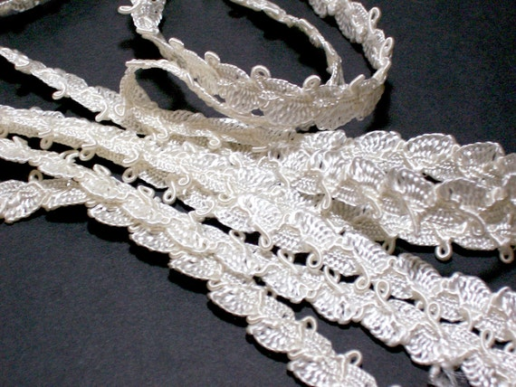 Vintage Ivory Lace Gimp Sewing Trim 7/16 inch wide x 1 yard precut
