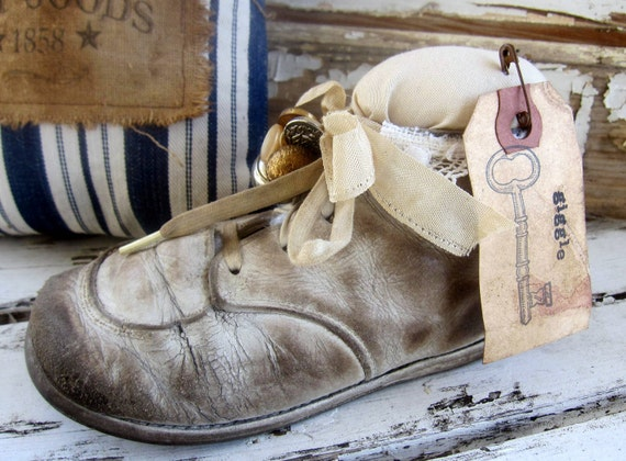 Pincushion, Vintage Baby Shoe, Makedo, Shabby, Cottage, Primitive, White, Cream, Cssteam, ofg team