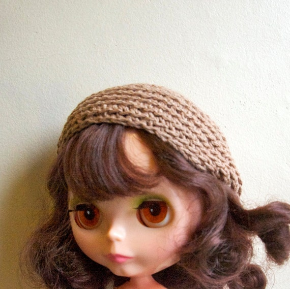 light brown beret hat for blythe