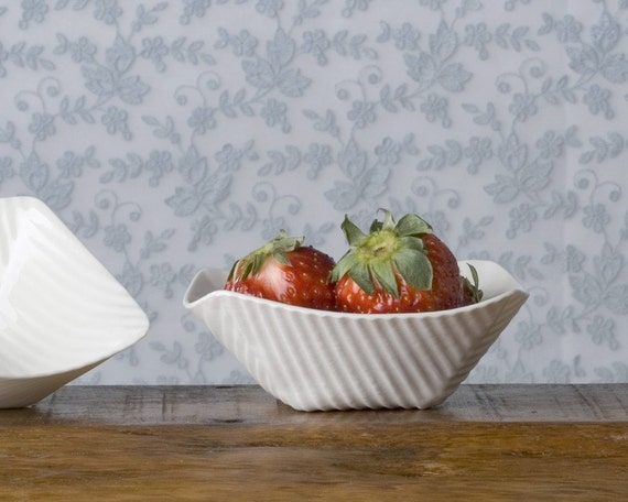 Two tapas bowls. I Walk the Line Collection. Design by Wapa Studio.