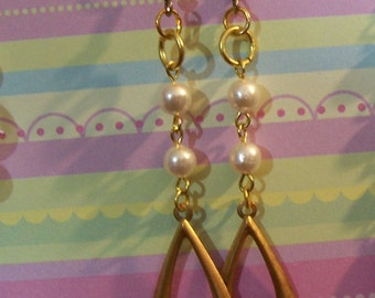 Pearls and brass dangle earrings