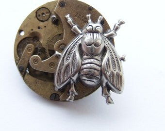 Steampunk fly brooch, no flies on you, well just the one
