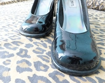 1990s black patent mary janes / 90s chunky mary janes / patent high heels