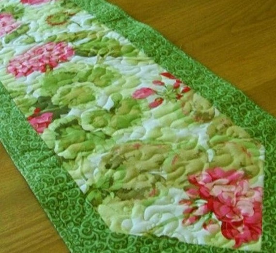 FREE SHIPPING  Geraniums Quilted Table Runner