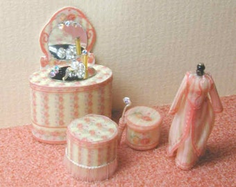 KIT in Quarter Scale, Victorian Rose Vanity,Screen, Vanity, Dress on Manniquin and Accessories Kit, 1/4 inch, 1:48