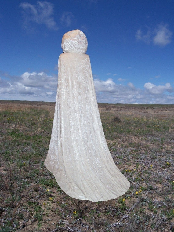 Ivory Cloak with Train - Medieval Wedding - Renaissance Festival - Costume - Lord of the Rings