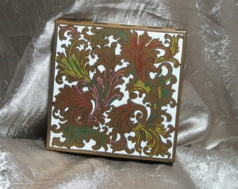 Vintage Compact by Volupte Very Unusual Design