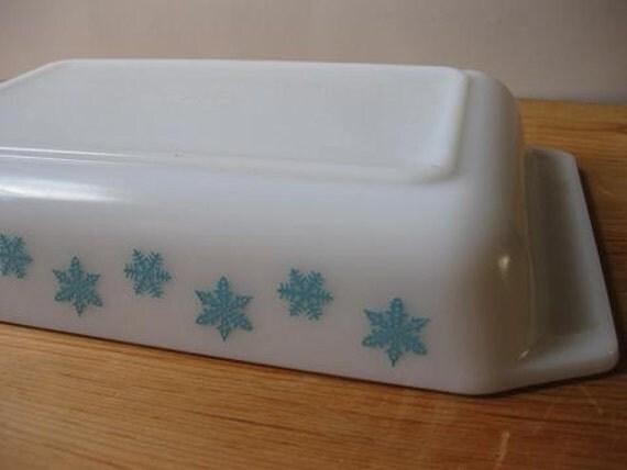Vintage Aqua and White Snowflake Space Saver Pyrex Casserole