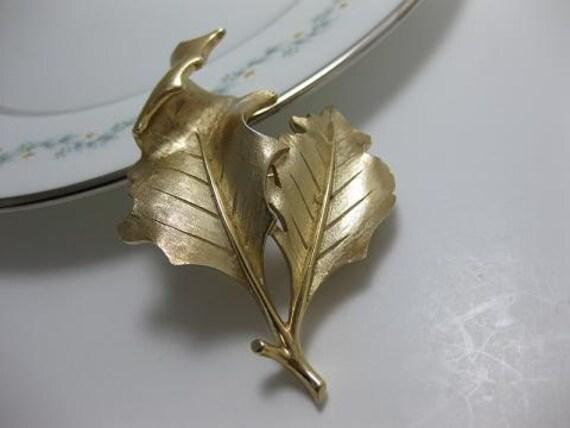Vintage Signed Trifari Goldtone Textured Leaf Brooch