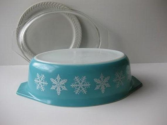 Vintage Pyrex Turquoise Snowflake Retro Baking Dish With Lid