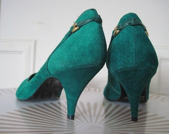 size 6.5, vintage 1980s EMERALD GREEN  Suede Pumps - Rush Hour, made in Brazil - High Heel Shoes, Stilettos