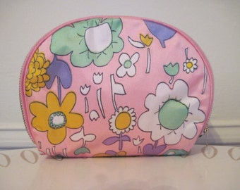 Mod vintage Pink Floral Cosmetic,Toiletry Bag from the 1960s - flower power psychedelic wildflowers