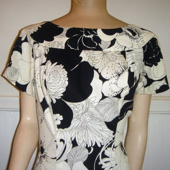 vintage 1960's Black and White Hawaiian ISOSHIMA'S HALEALUHA Mod Floral Maxi Dress, size medium m