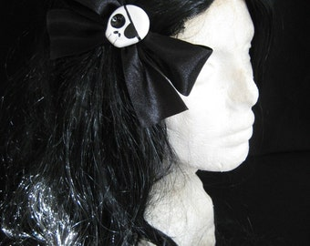 Large Black Pirate Skull Hairbow