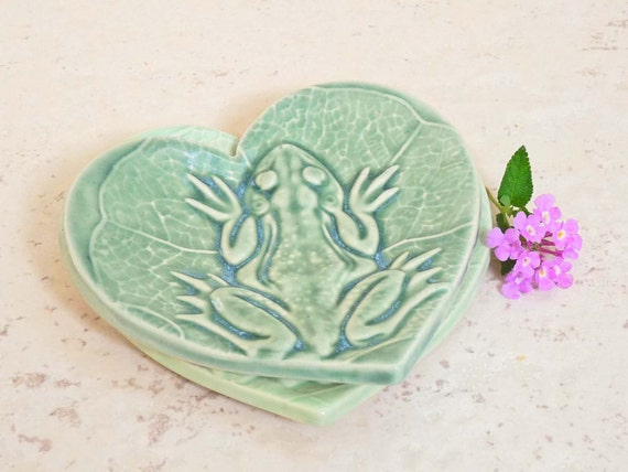 Frog Heart Trinket Dish, Toad on a Lily Pad, Ring Holder Green Valentine Love Frog Prince