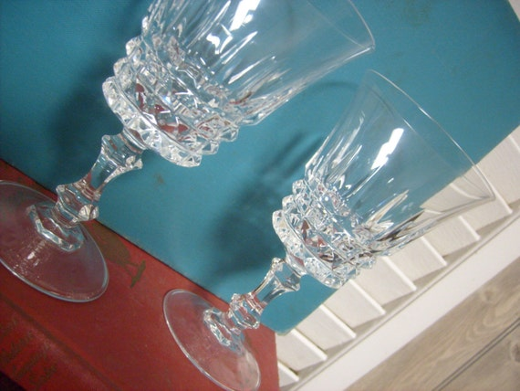 VINTAGE - French lead crystal - 2 wine glasses- 1977