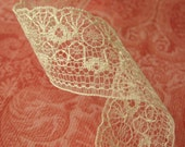 1 Yard of Cream Vintage Lace 1 Inch Wide