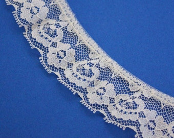 1 Yard of White Vintage Lace 1.25 Inches Wide - Floral Motif - Scalloped Edging