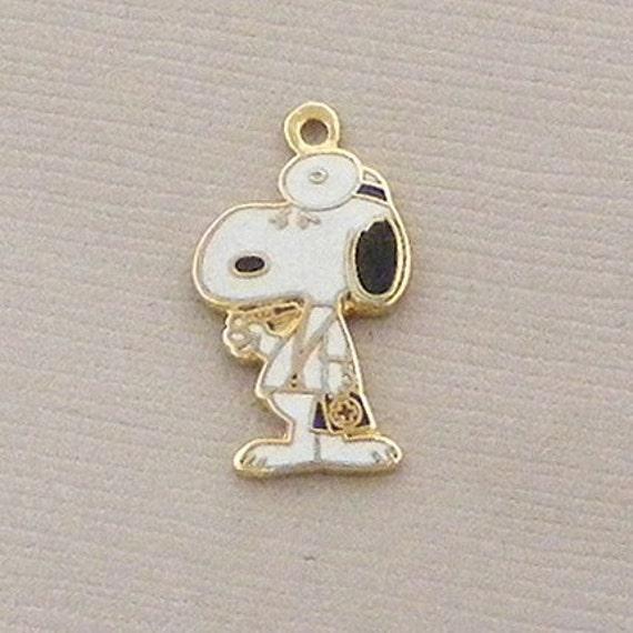 Aviva Vintage Snoopy Doctor Charm 0042