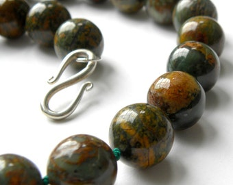 Luxuriously organic green opal knotted necklace by Maxime B